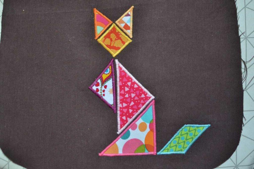 chat tangram tissu multicolores debout