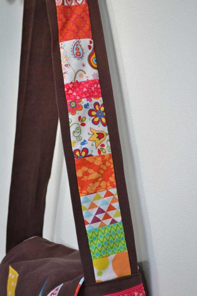 bandoulière en tissu marron et patchwork multicolore