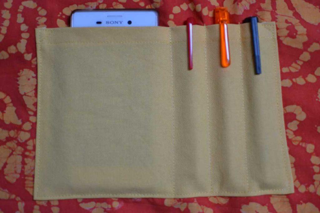 poche compartimentée pour téléphone et stylos