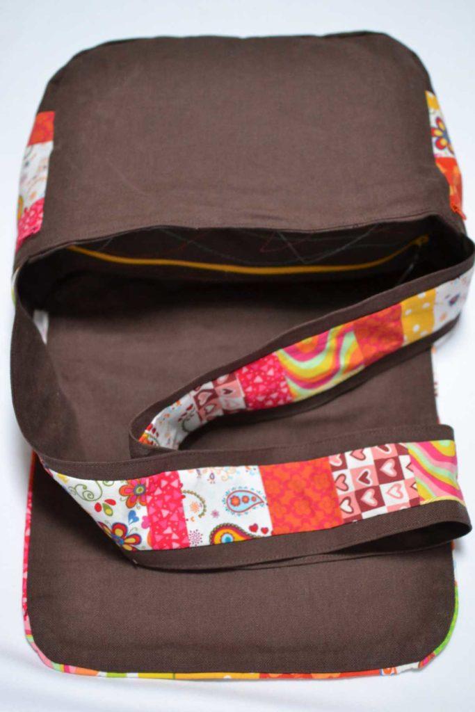 sac à main cousun main marron et multicolore