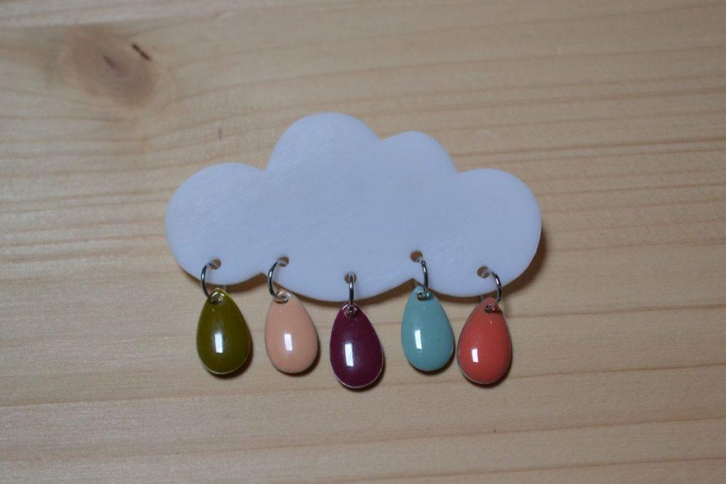 broche nuage et gouttes couleurs pastel