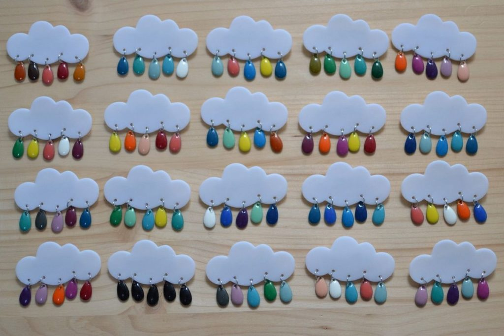 broches nuages et gouttes multicolores made in Velanne