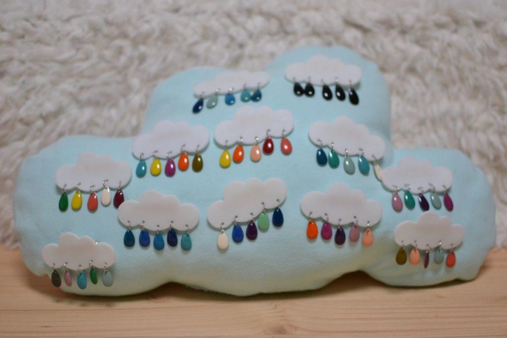 présentoir à broches en forme de nuage