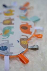 détails doudou étiquettes éléphants