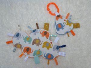 lot doudous étiquettes éléphants multicolores
