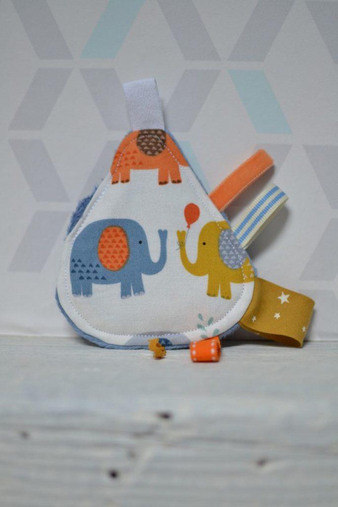 mini doudou étiquettes goutte éléphants multicolores