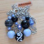 sautoir argenté perles bleues et noires