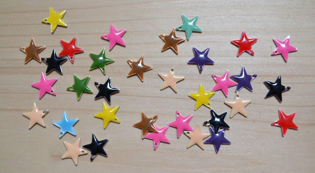 sequins étoiles émaillées multicolores