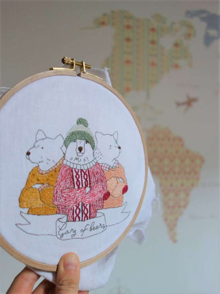 broderie gang of bears sur fond de mappemonde colorée