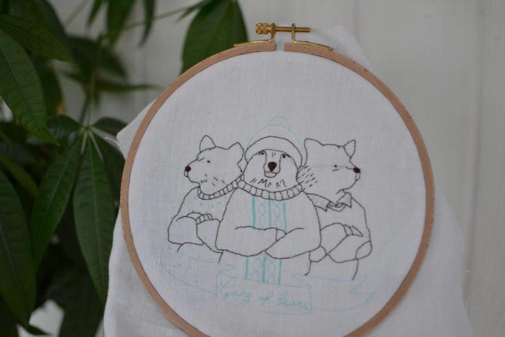 contours de la broderie gang of bears brodés au point arrière marron