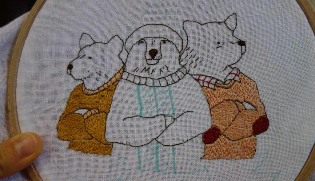 pull des ours du modèle de broderie gang of bears