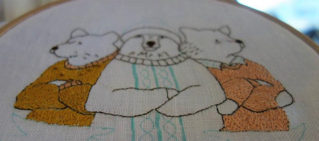 broderie pulls colorés ours gang of bears
