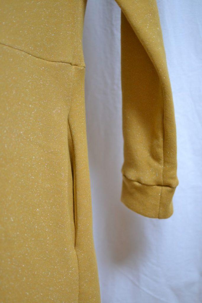 détail manche et poche robe pull cocon