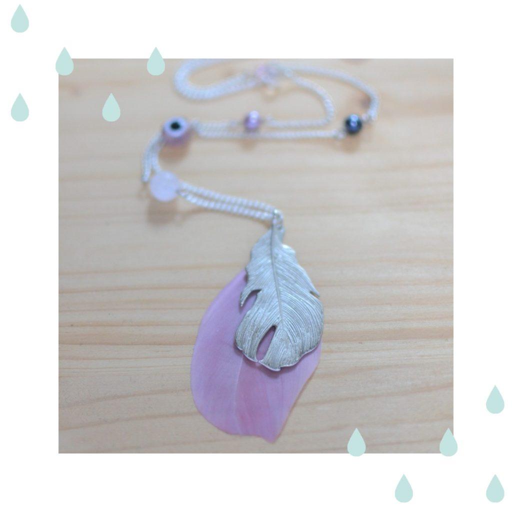 miniature article sautoir plume rose et argenté