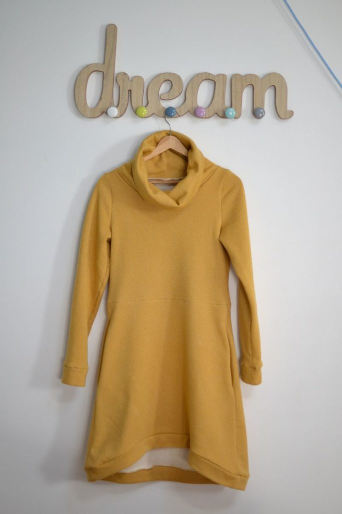 robe pull cocon jaune moutarde à paillettes