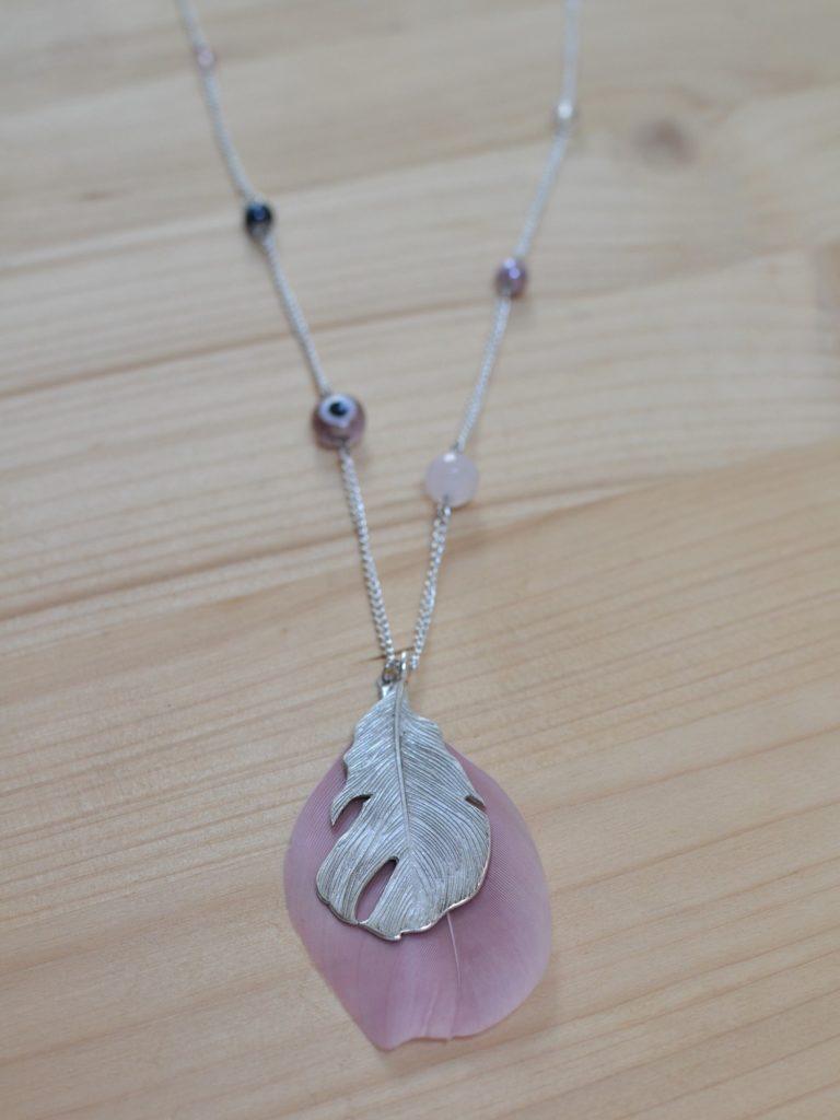 sautoir printanier plumes perles rose argenté