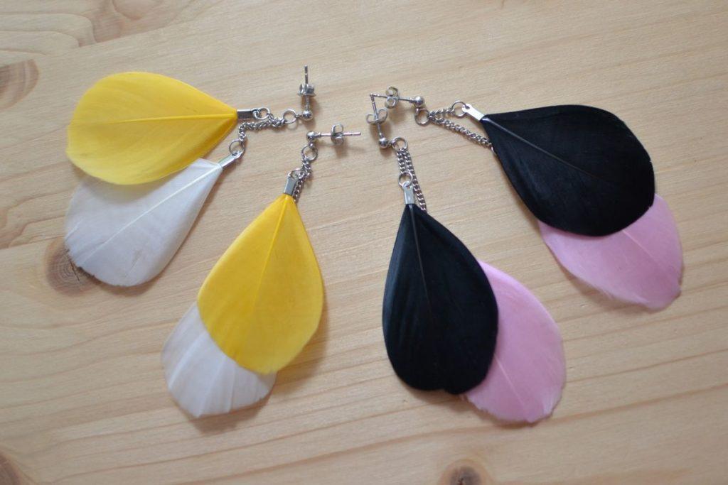boucles d'oreilles pendantes plumes bicolores