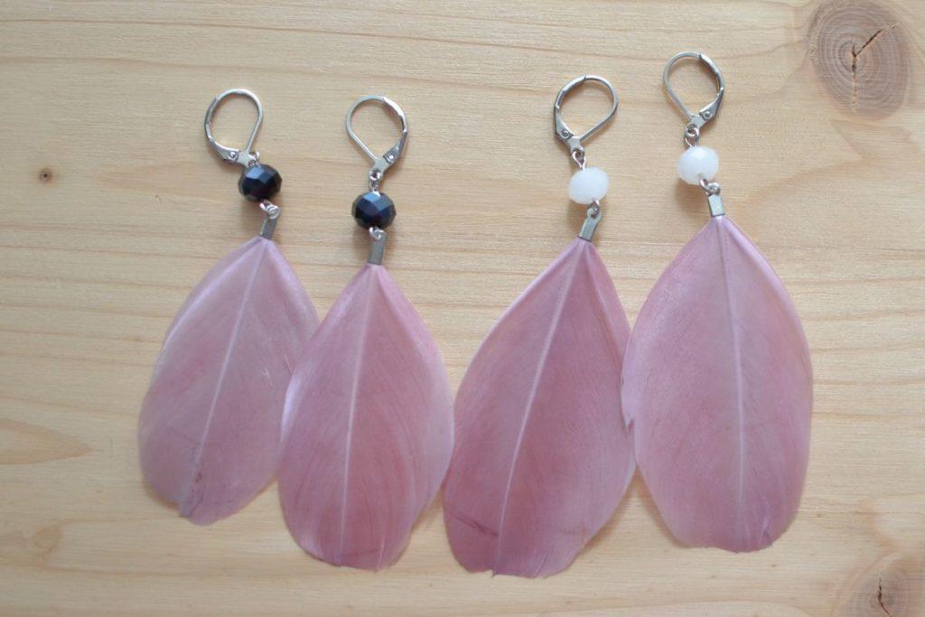 dormeuses plumes vieux rose perles noires ou blanches