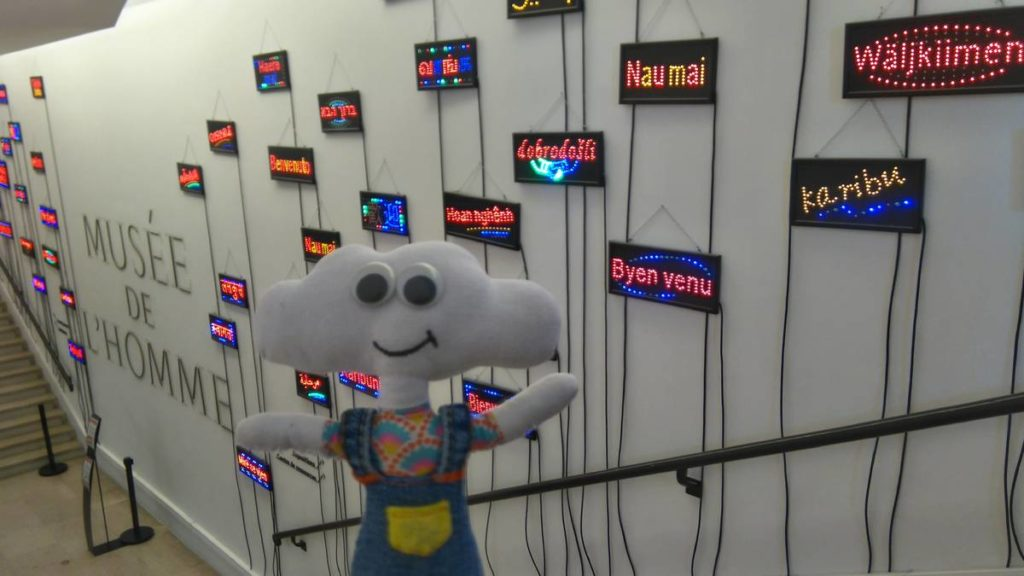 Mr Dream dans l'entrée du Musée de l'Homme
