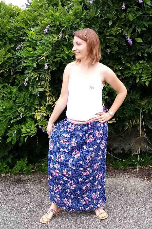 trop fière de ma jupe longue bleue et fleurie !