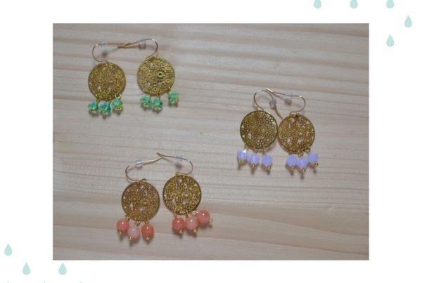 boucles d'oreilles estampées et perles pastel