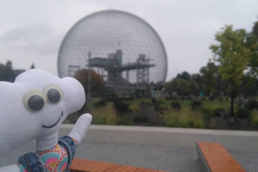 Mr Dream devant la biosphère de Montréal