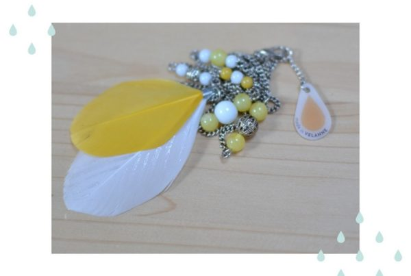 Sautoir plumes jaune et blanc