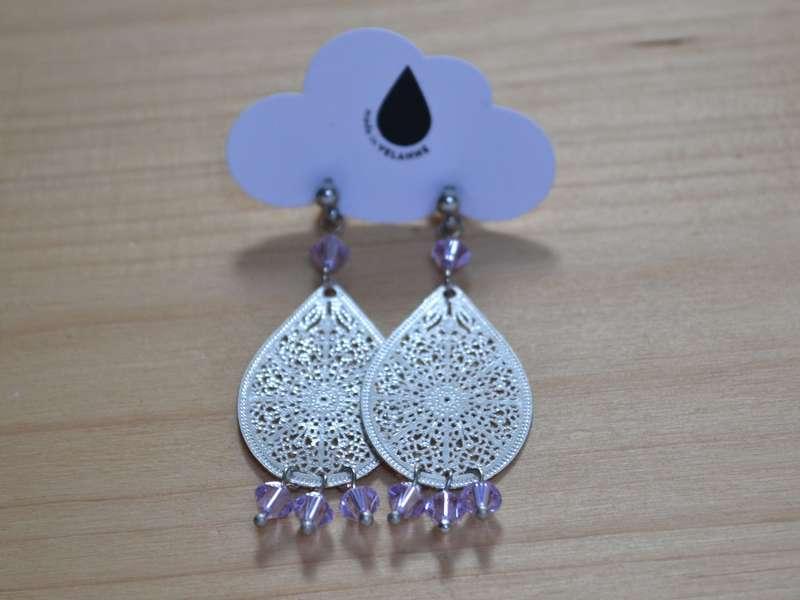 boucles d'oreilles gouttes argentées et perles lilas