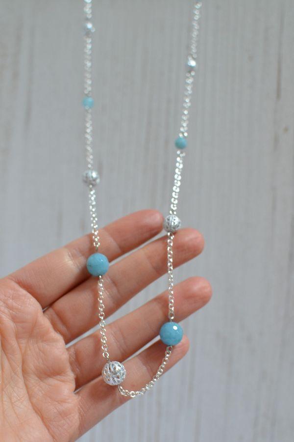 sautoir perles argentées et quarts à facettes bleu