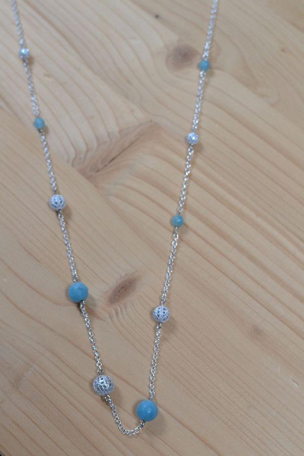 sautoir argenté et bleu asymétrique