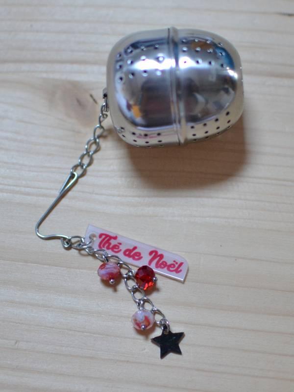 """boule à thé fantaisie """"thé de Noël"""" étoile et perles rouges"""