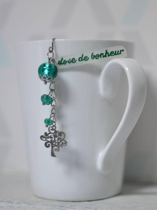 """boule à thé fantaisie sur-mesure arbre, perles vert foncé brillant et texte """"dose de bonheur"""""""