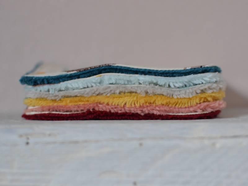 pile de lingettes lavables multicolores