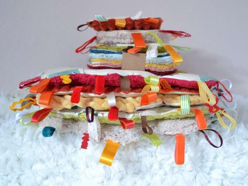 pile de doudous étiquettes nuage, lingettes lavables et mini doudous