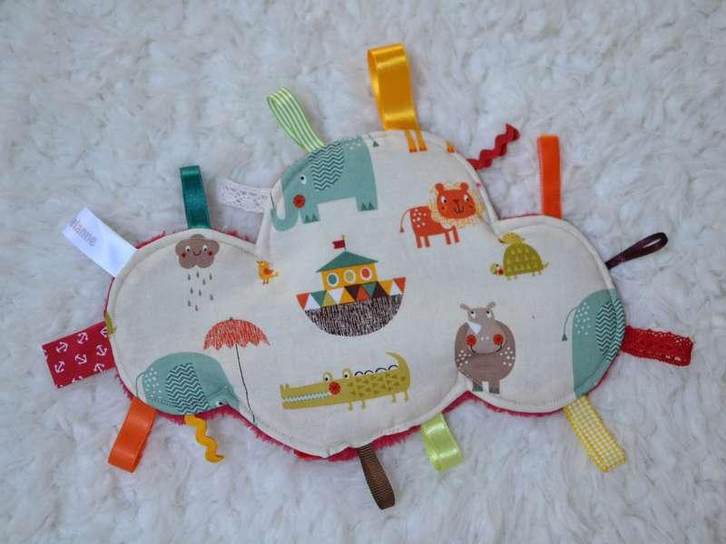 doudou étiquettes nuage animaux colorés