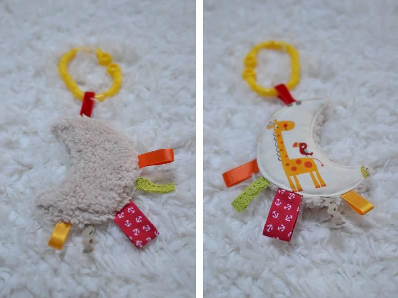 mini doudou étiquettes lune beige et girafe jaune