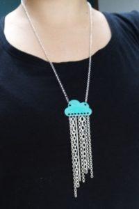 sautoir nuage turquoise et chaînes argentées