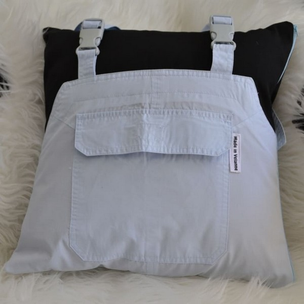 coussin salopette recyclée upcycling