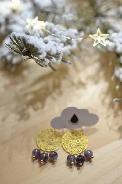 boucles d'oreilles dorées et perles de gemme violettes en améthyste made in Velanne