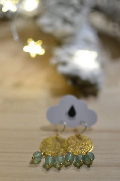 boucles d'oreilles dorées et perles de gemme vertes en aventurine made in Velanne