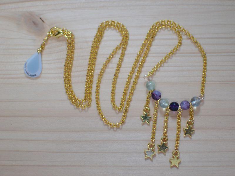 sautoir plastron étoiles filantes doré et perles translucides en fluorite