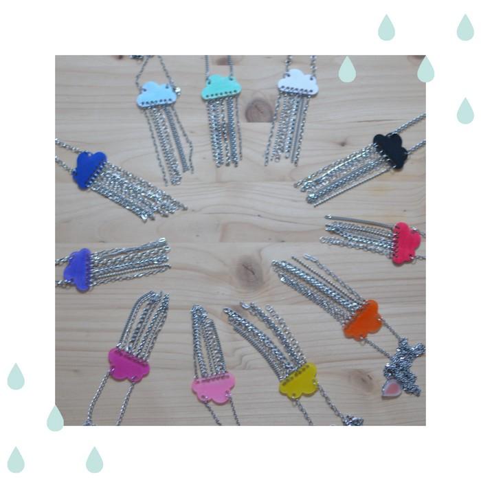 sautoirs nuages multicolores et pluie de chainettes