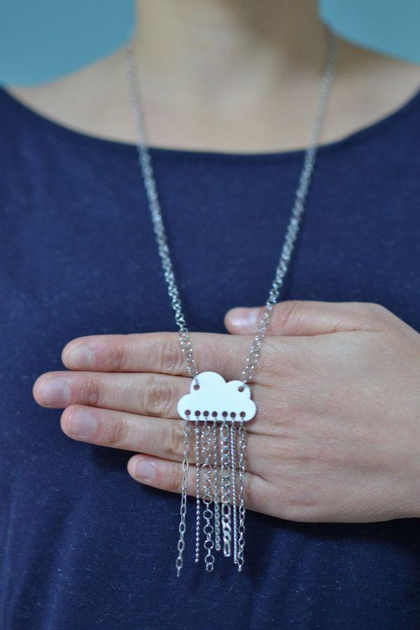 sautoir nuage blanc  mat et pluie de chaînettes