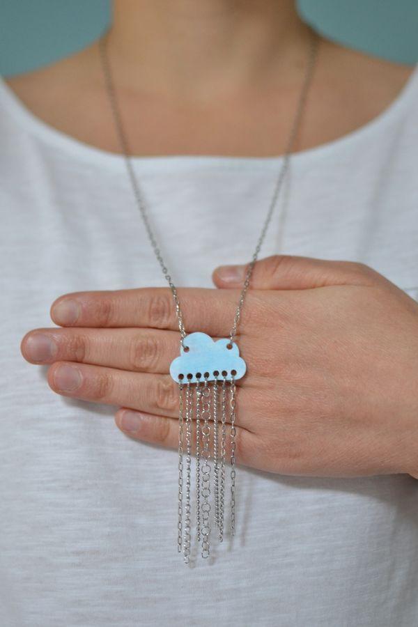 sautoir nuage bleu ciel mat et pluie de chaînettes