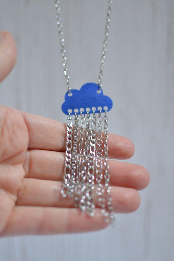 sautoir nuage bleu électrique mat et pluie de chaînettes