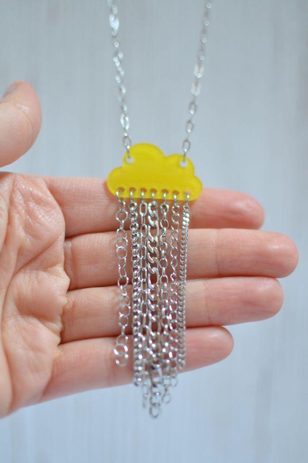 sautoir nuage jaune brillant et pluie de chaînettes