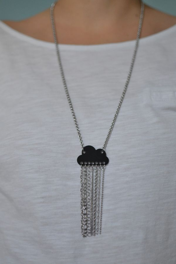 sautoir nuage noir mat et pluie de chaînettes