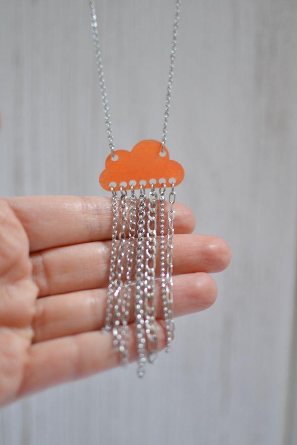 sautoir nuage orange brillant et pluie de chaînettes