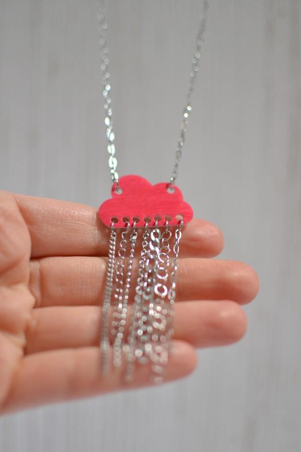 sautoir nuage rouge mat et pluie de chaînettes