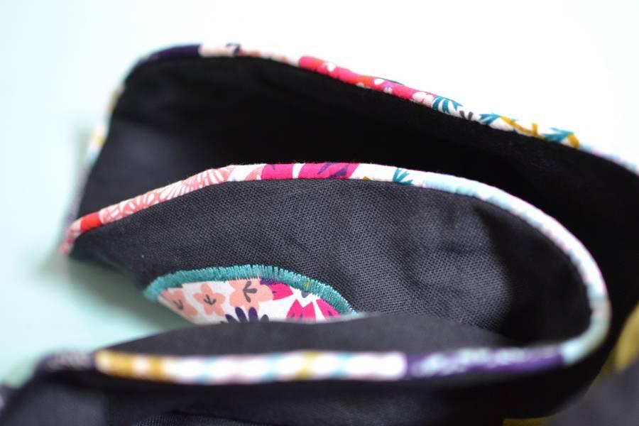 détails passepoil multicolore